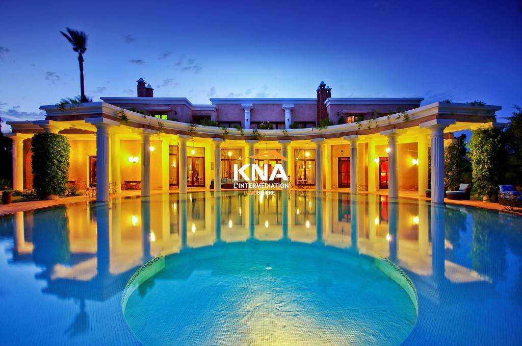 Somptuosité, élégance et raffinement : voici les premiers mots qui viennent à l'esprit quand on évoque cette Villa.